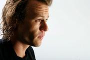 Хит Леджер (Heath Ledger) TIFF Portrait Session 2006 (15xHQ) ME102J8_t