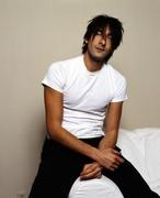 Эдриан Броуди (Adrien Brody) Venice Photoshoot 2003 (12xHQ) MEYJM0_t