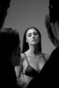Моника Беллуччи (Monica Bellucci) Esquire Photoshoot 2001 (16xHQ) MEZV0O_t