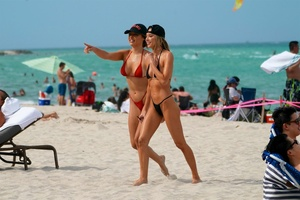 celeste-bright-in-a-black-bikini-at-the-beach-in-miami-06-16-2021-8.jpg