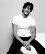 Эдриан Броуди (Adrien Brody) Venice Photoshoot 2003 (12xHQ) MEYJLS_t