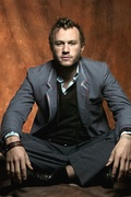 Хит Леджер (Heath Ledger) Photoshot 2004 (5xHQ) ME102XD_t