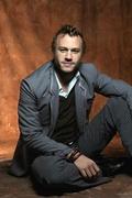 Хит Леджер (Heath Ledger) Photoshot 2004 (5xHQ) ME102XM_t