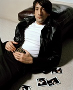 Эдриан Броуди (Adrien Brody) Venice Photoshoot 2003 (12xHQ) MEYJLZ_t
