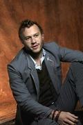 Хит Леджер (Heath Ledger) Photoshot 2004 (5xHQ) ME102XK_t