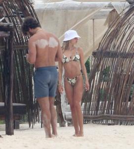 delilah-hamlin-in-a-bikini-on-the-beach-in-tulum-06-16-2021-0.jpg