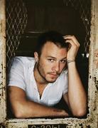 Хит Леджер (Heath Ledger) The Advocate Photoshoot 2005 (7xHQ) ME110TR_t