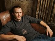 Хит Леджер (Heath Ledger) The Advocate Photoshoot 2005 (7xHQ) ME110TM_t